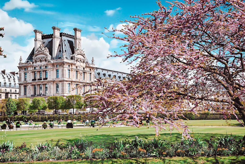 France, Ile de France, Paris, Jardin des Tuileries and the Louvre Museum.