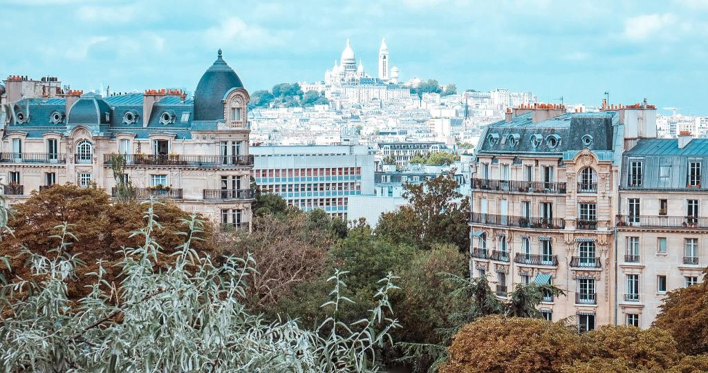 10 best places to watch the sunset in paris Parc des Buttes-Chaumont
