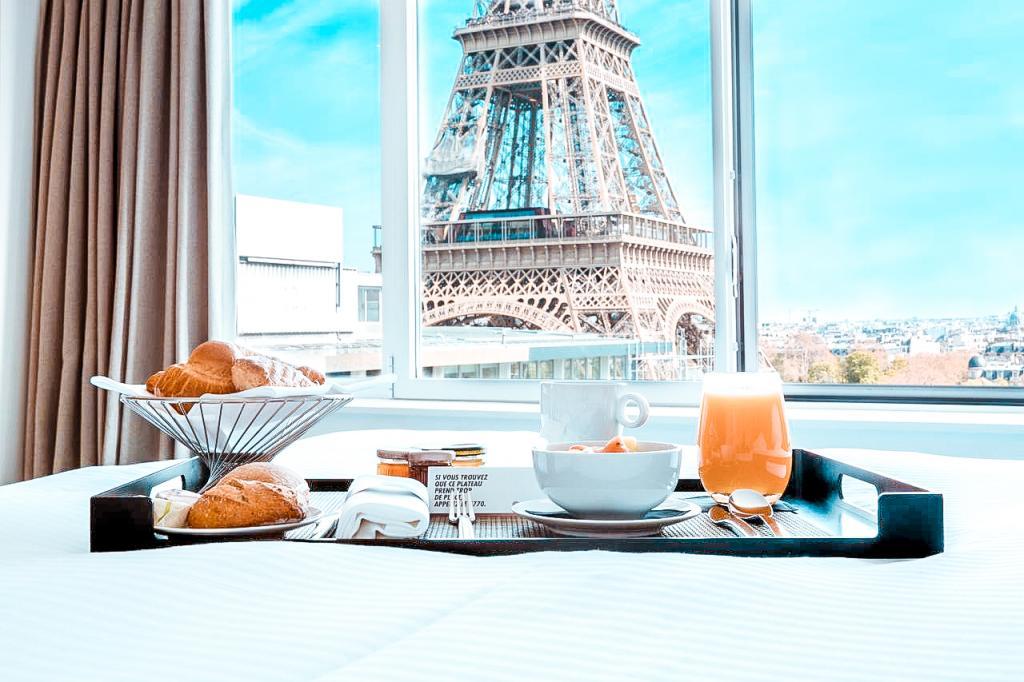 best places picture eiffel tower paris book hotel