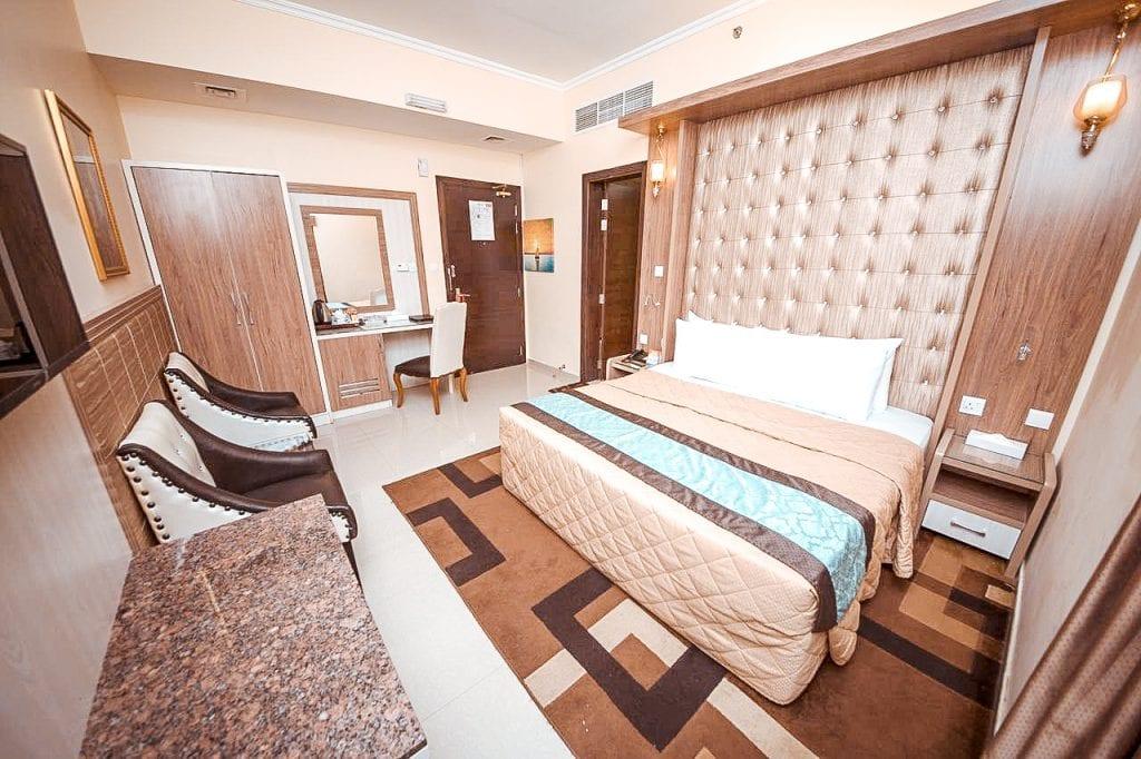 cheap budget hotel dubai deira naif view hotel