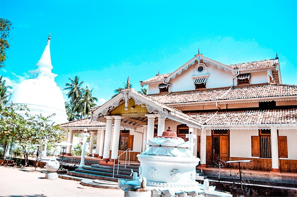 best temple to visit in Colombo Isipathanaramaya Temple