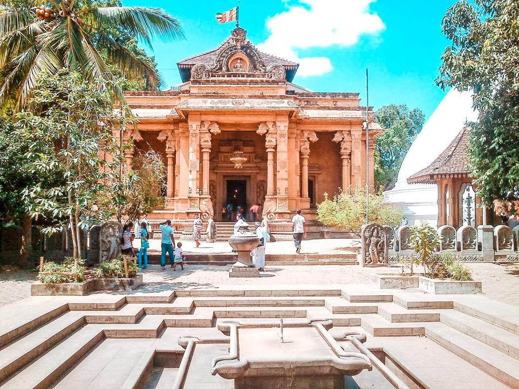 best temple to visit in Colombo Kelaniya Raja Maha Viharaya Temple