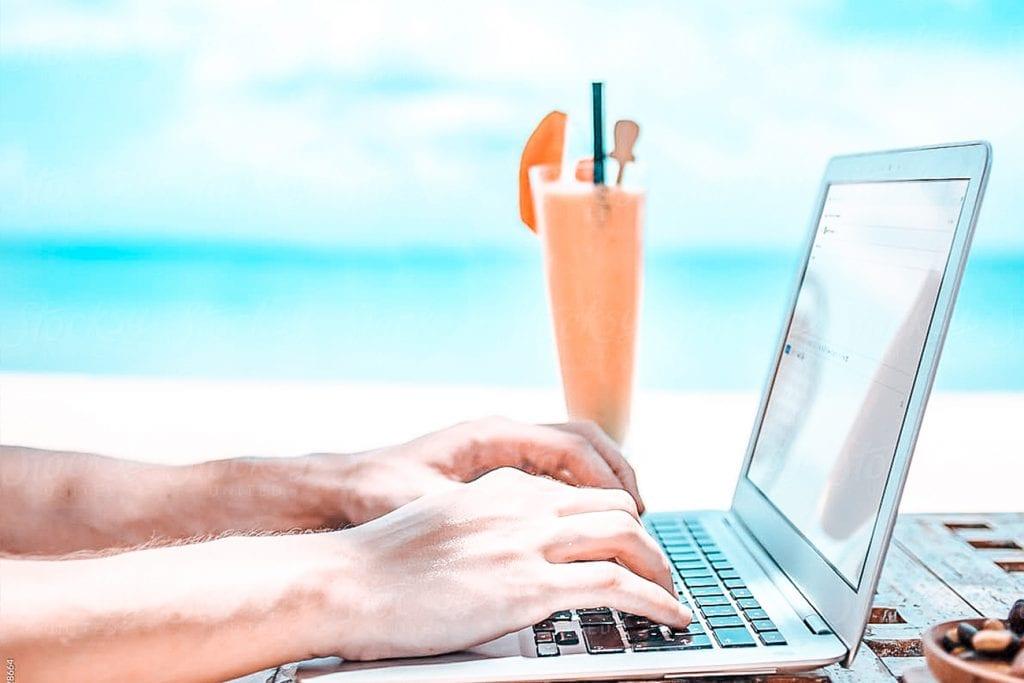 how to make a travel blog hero