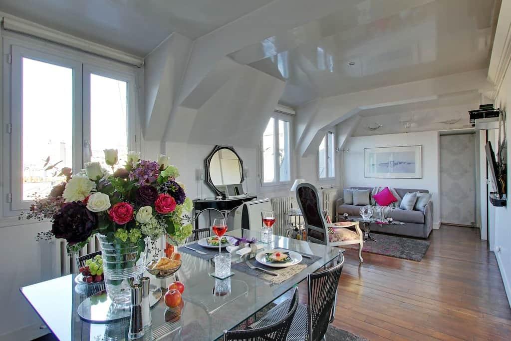 Best Airbnbs in Paris Eiffel Tower View 5 star luxury penthouse