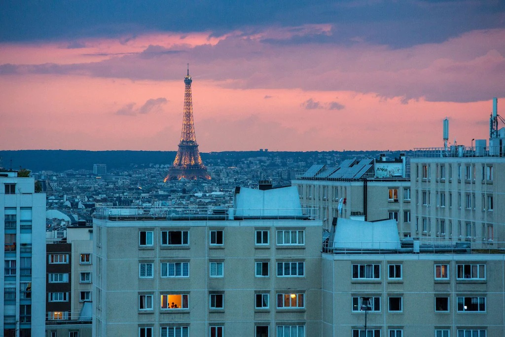 Best Airbnbs in Paris Eiffel Tower View budget apartment
