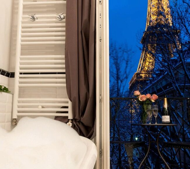 Best Airbnbs in Paris Eiffel Tower View outrageously romantic bathroom
