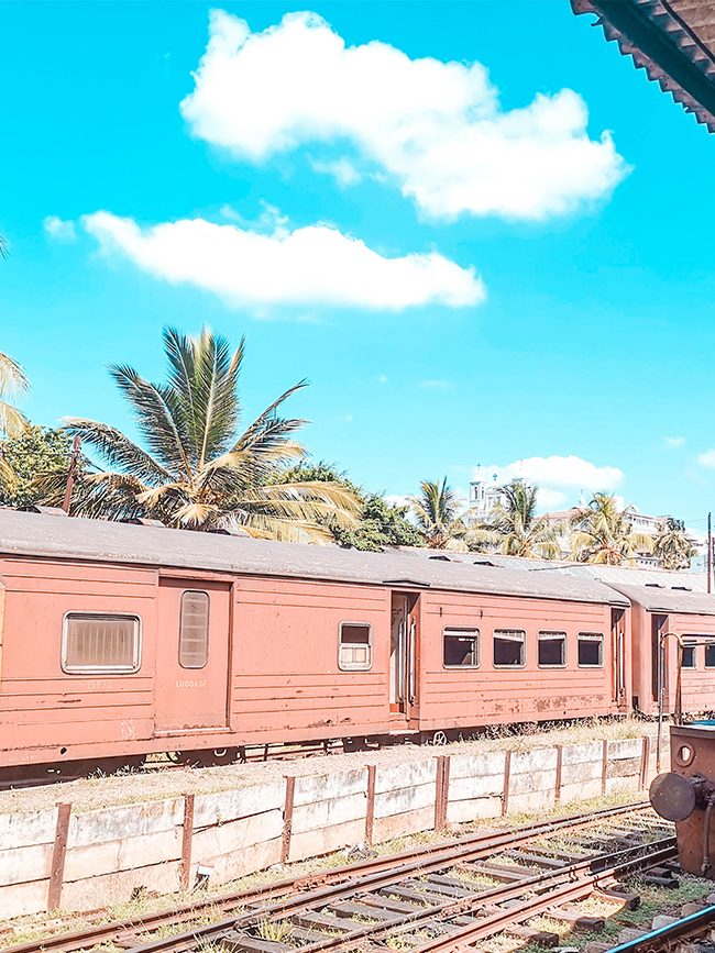 how to take a train to Kandy from Colombo hero