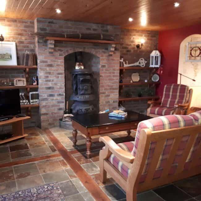 Best Airbnbs Killarney Quaint cottage living room