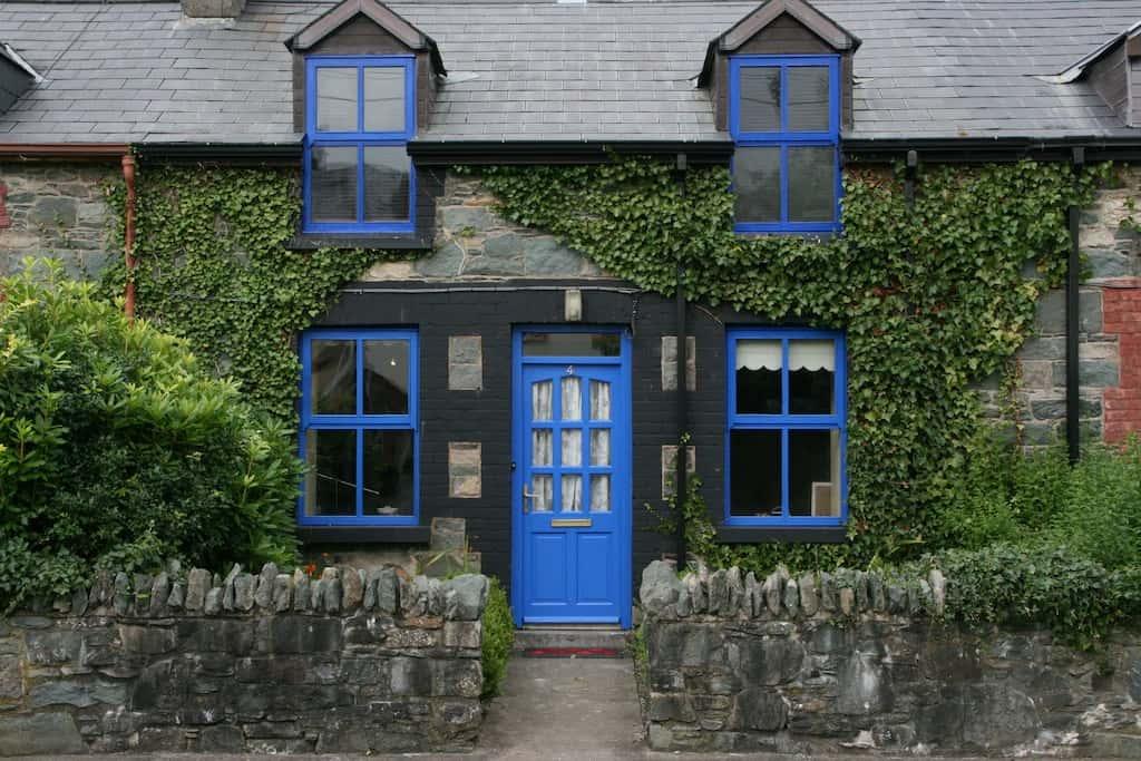 Best Airbnbs Killarney Quaint cottage
