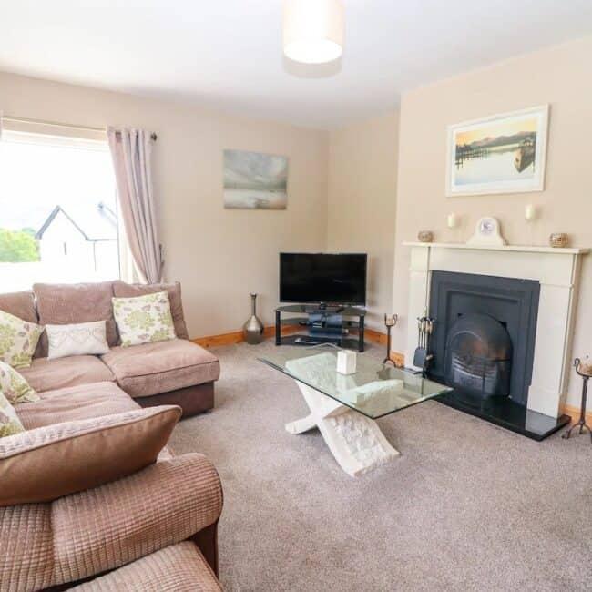 Best Airbnbs Killarney artigallivan living room