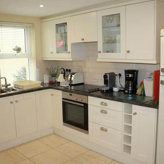 Best airbnbs killarney townhouse kitchen