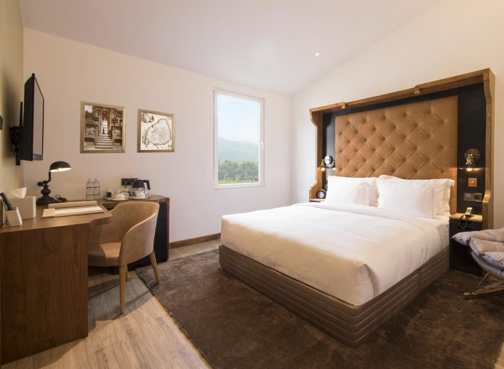 best hotels kandy the radh