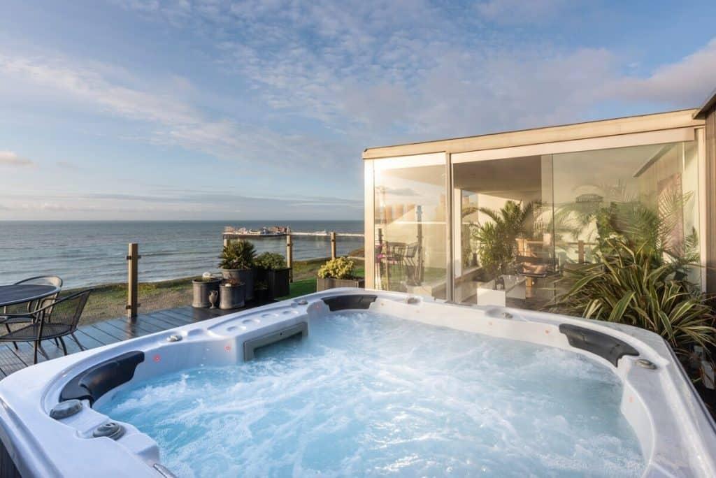 best-airbnbs-brighton-hot-tub-sea-view