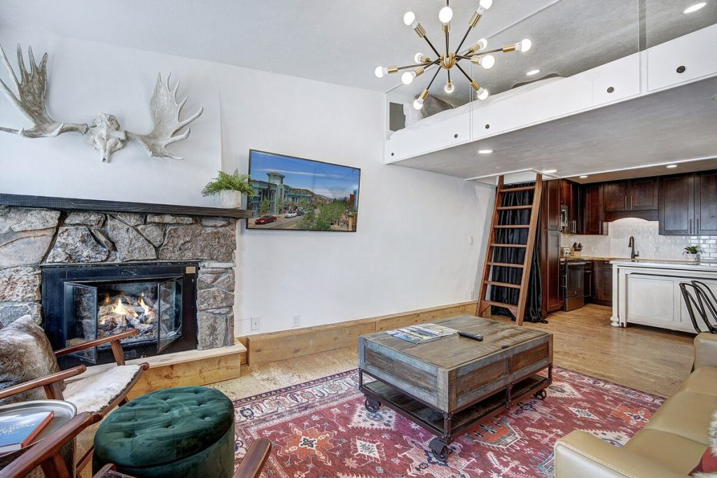 best airbnbs copper mountain New Copper Mountain Airbnb Condo Next To Ski Lifts living room