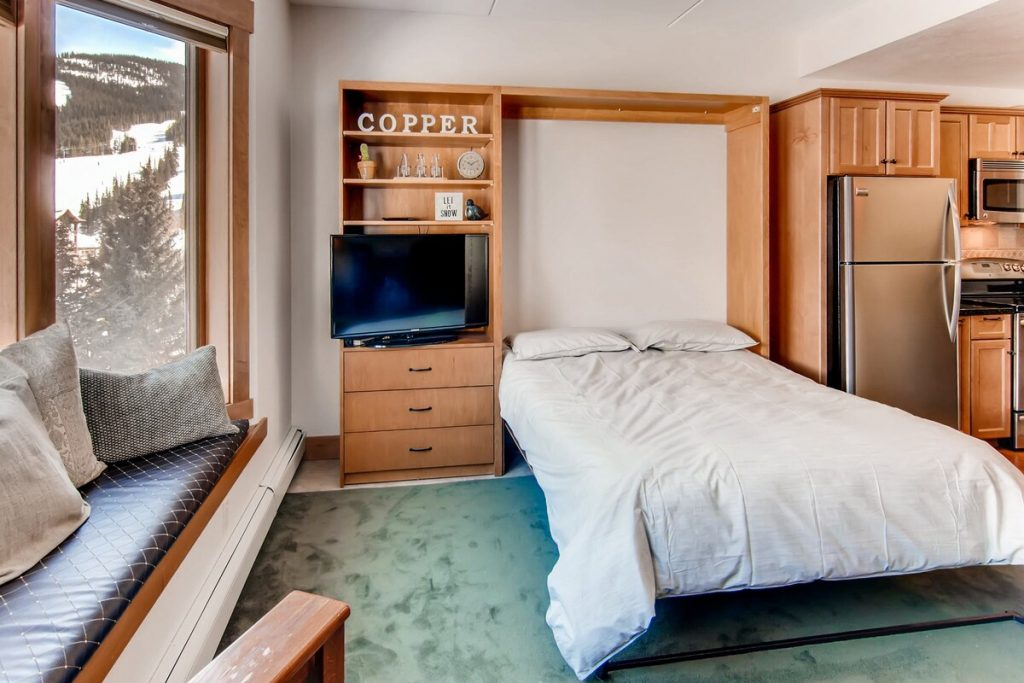 best airbnbs copper mountain Ski and Golf condo on the slopes bed