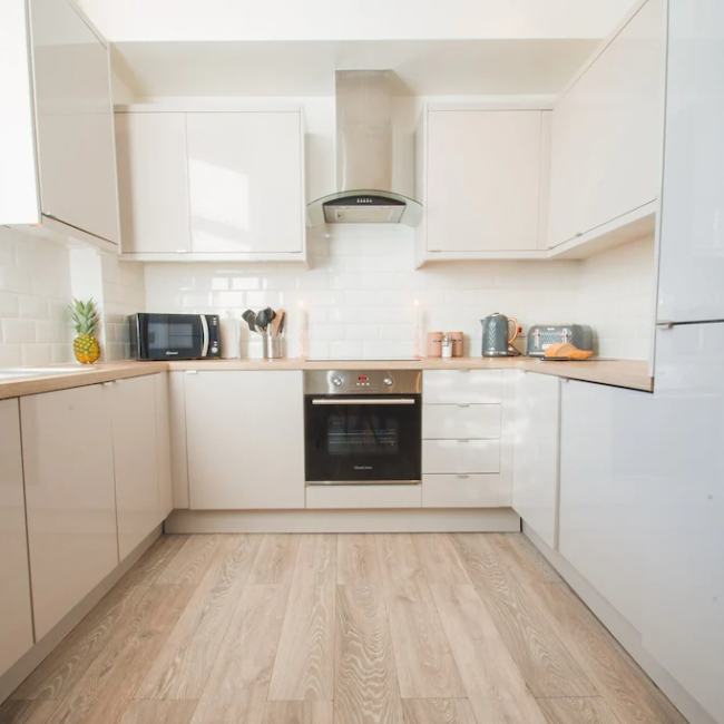 best airbnbs in Bournemouth 2 bed kitchen
