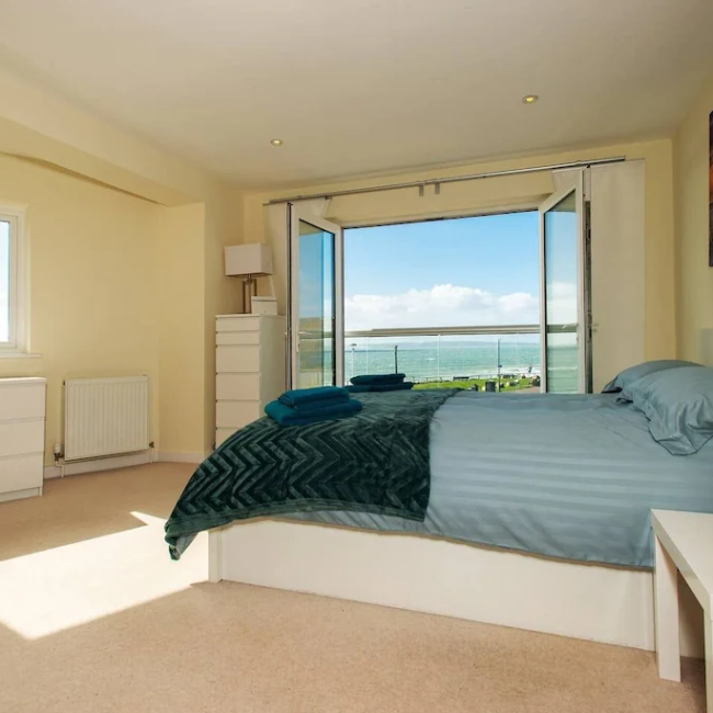 best airbnbs in Bournemouth luxury beach house bedroom