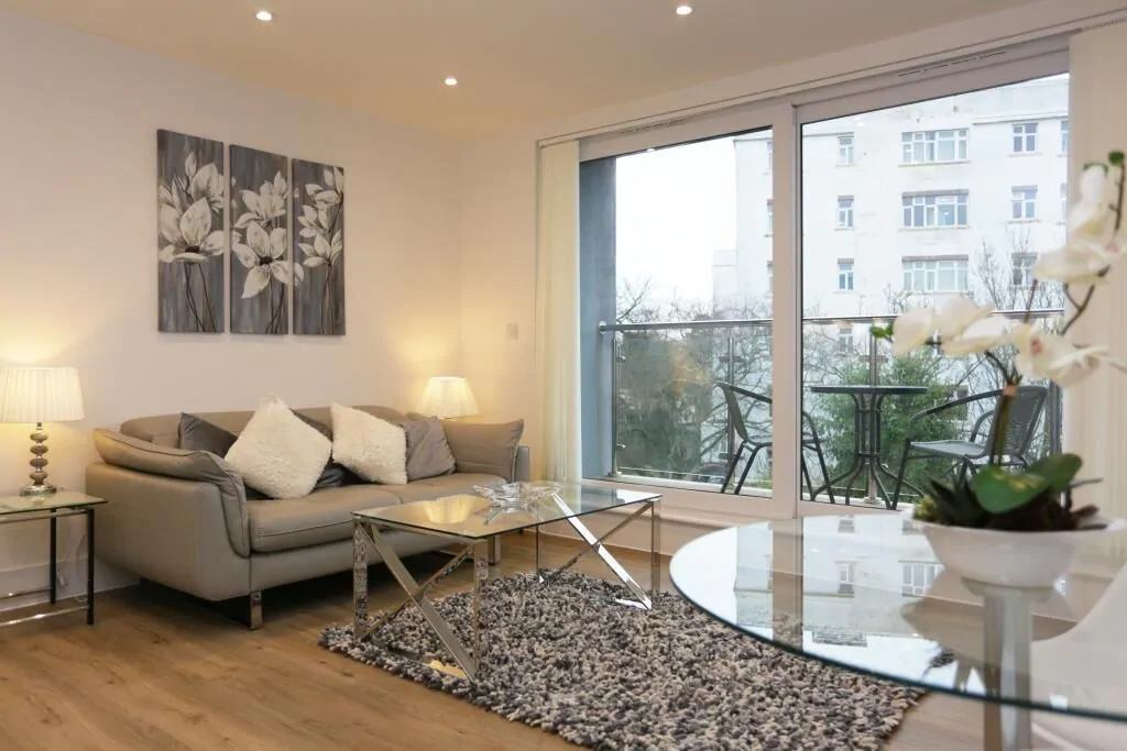best airbnbs in Bournemouth modern flat