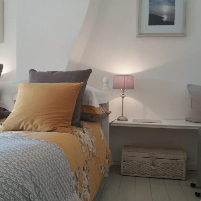 best airbnbs isle of wight fossil cottage bedroom