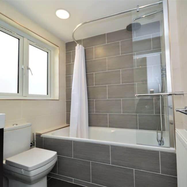 best airbnbs isle of wight pebble cottage bathroom