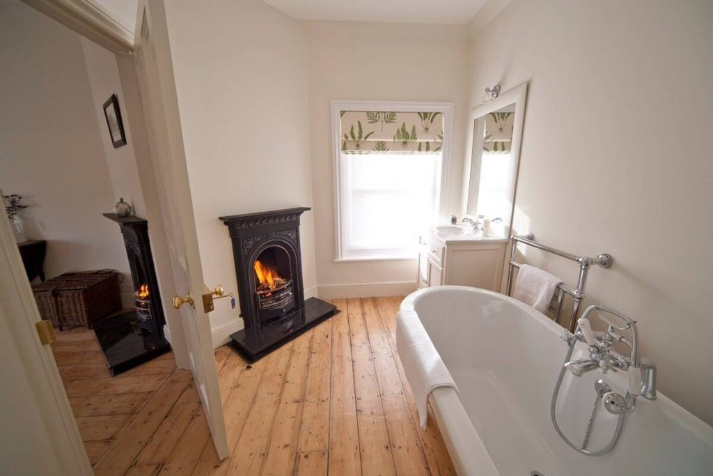 best airbnbs isle of wight ventnor botanical garden cottage bathroom