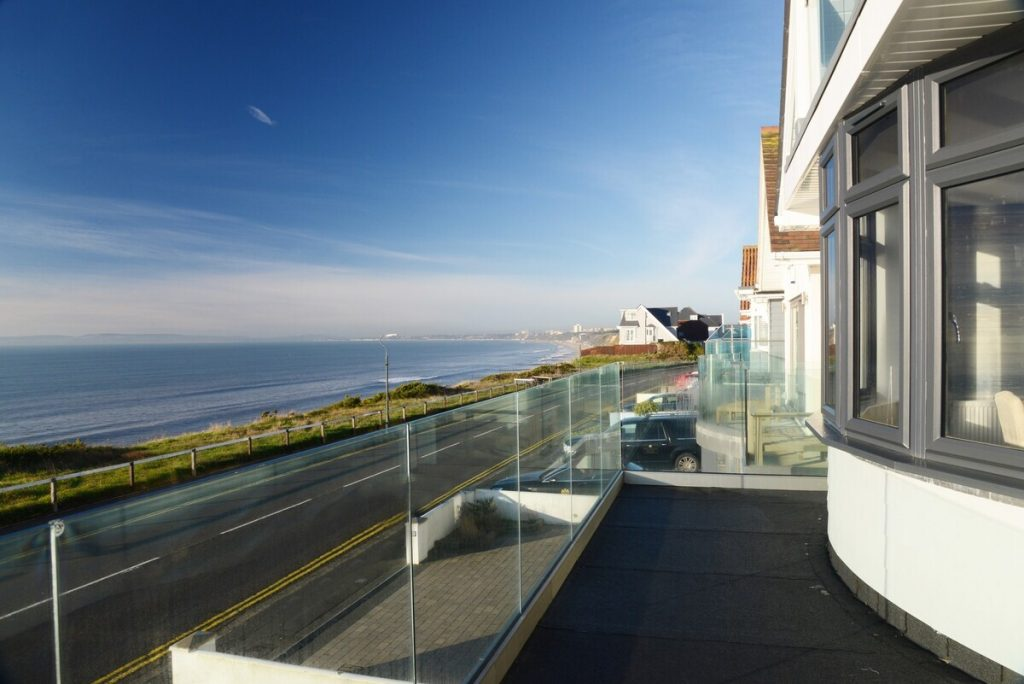 best airbns bournemouth middle flat with balcony