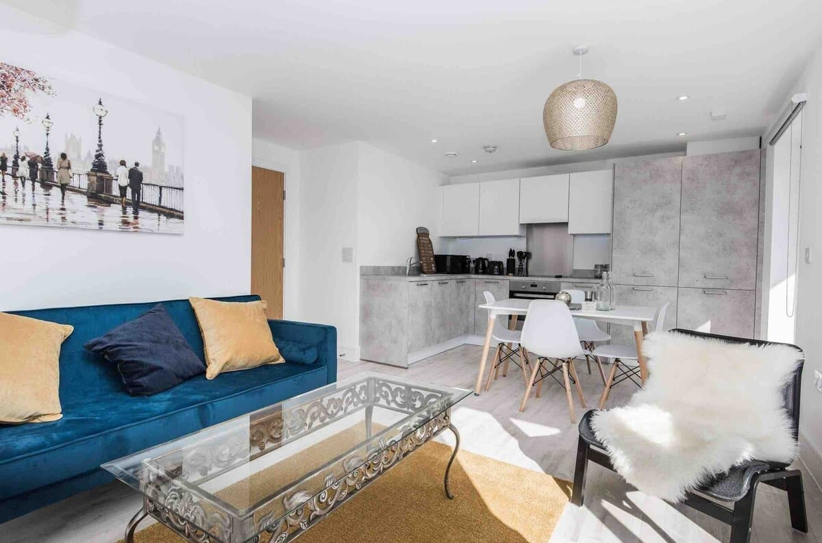 Best airbnbs southampton kudu living room