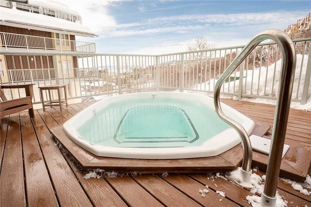 best airbnbs steamboat Urban Loft on the slopes hot tub