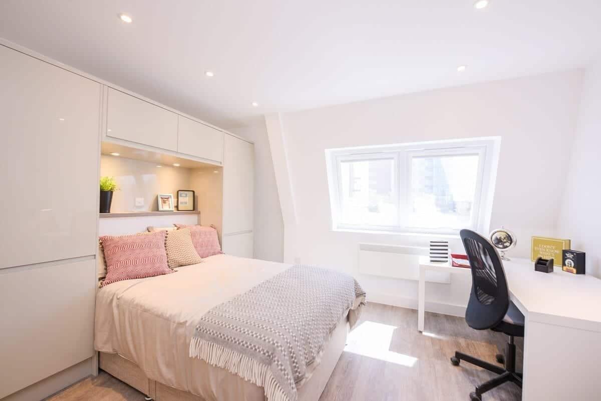 best airbnbs southampton Canute Studios Unit B room