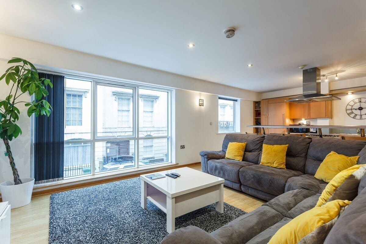best-airbnbs-southampton-city-centre-apartment-with-parking-space