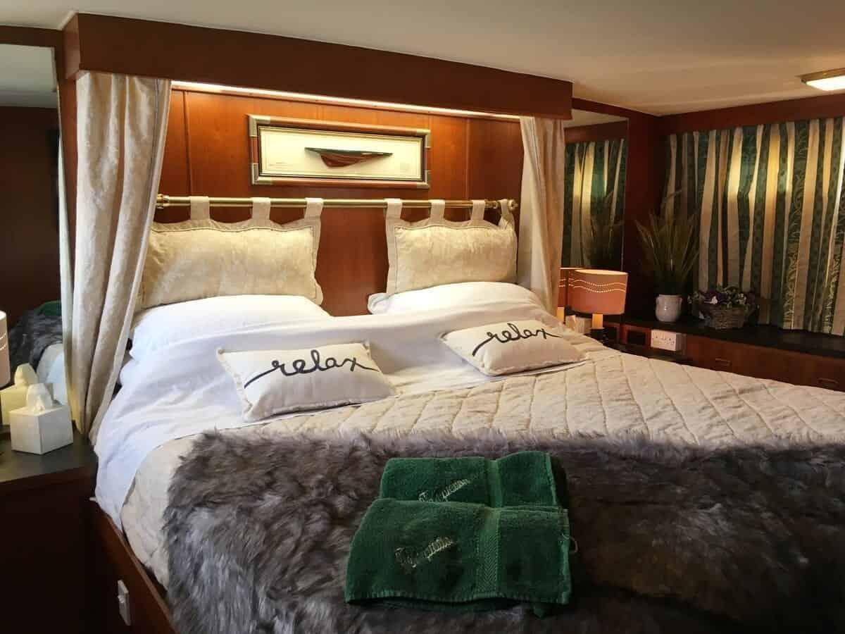 best airbnbs southampton luxury yacht temptation bedroom