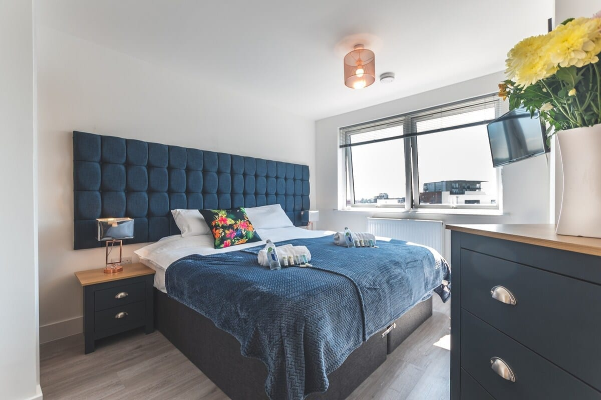 best airbnbs southampton smart apartments bedroom