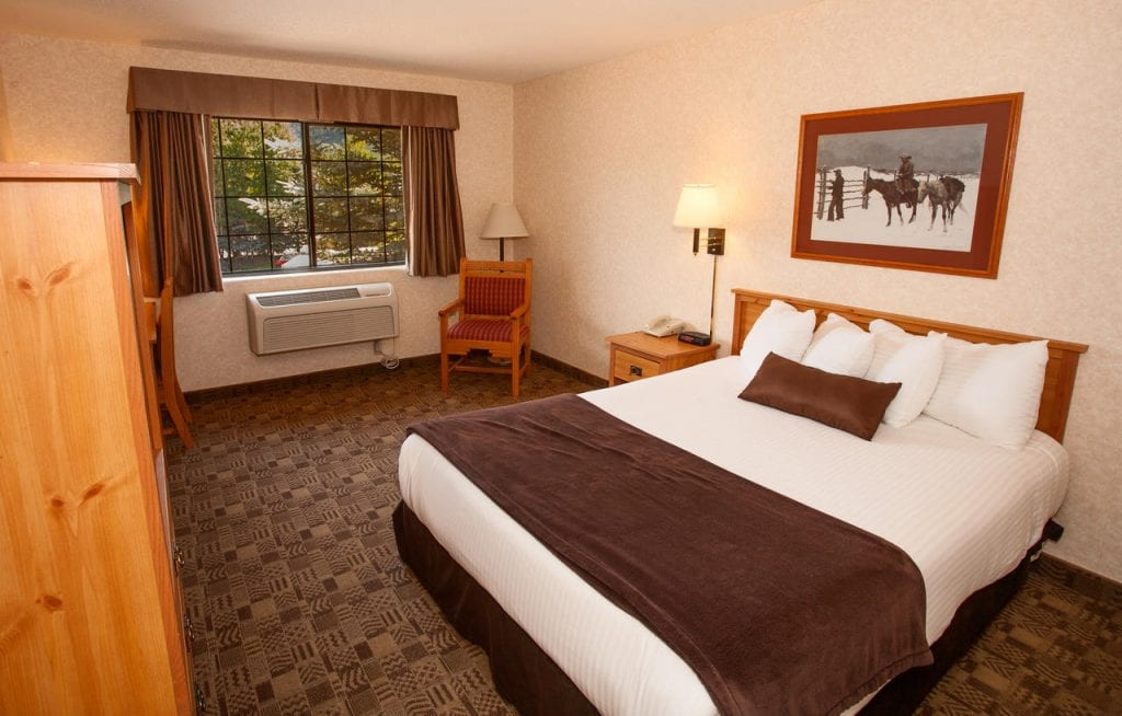 best hotels in steamboat springs Steamboat Mountain Lodge room
