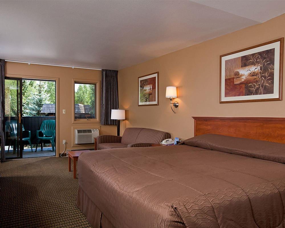 best hotels in steamboat springs rabbit ears motel room