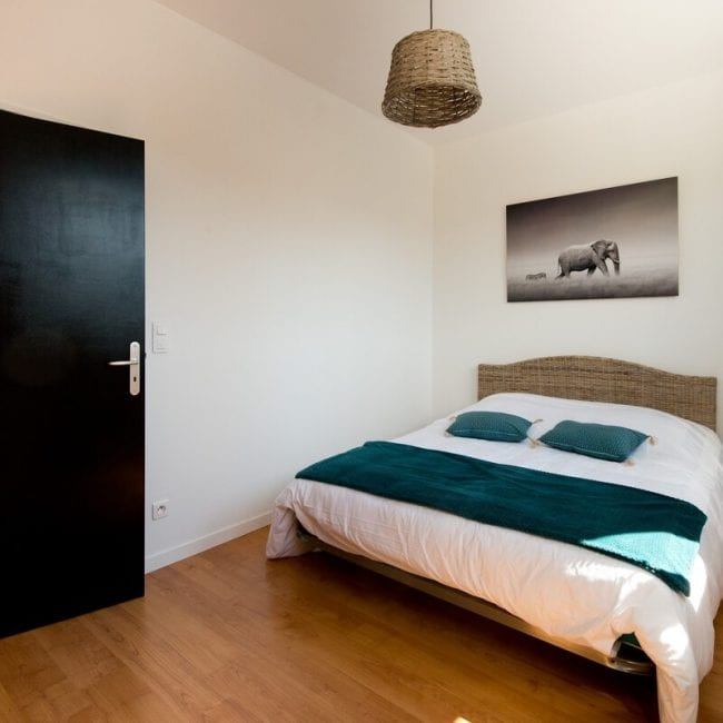 best airbnsb in amiens Charming Apartment bed
