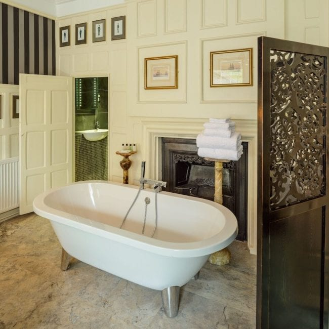 best hotels portsmouth Ye Spotted Dogge white bath