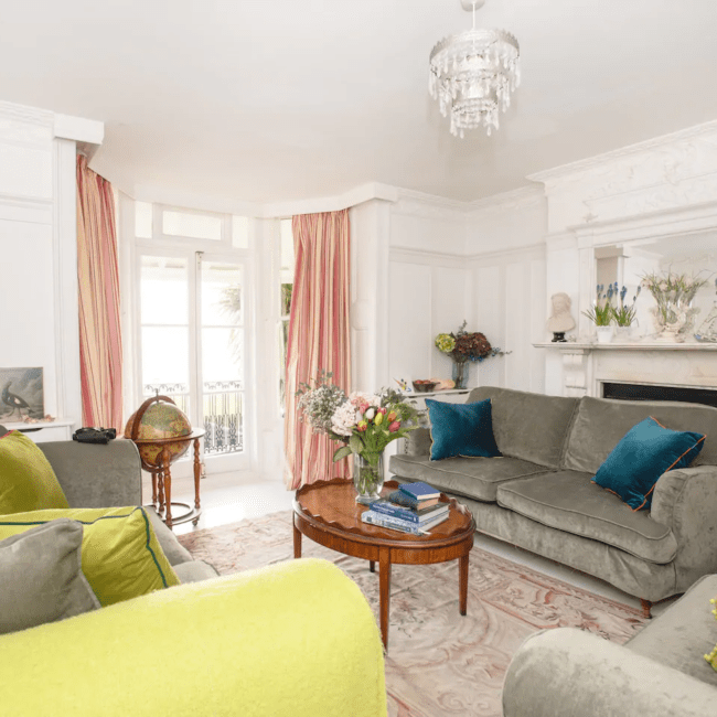 best airbnbs bognor regis Beach front family home that welcomes pets living room