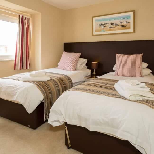 best airbnbs bognor regis Beachcroft Penthouse Suite bedroom