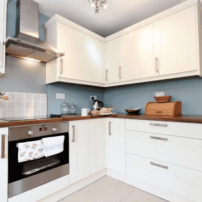 best airbnbs bognor regis best airbnbs bognor regis Family beach cottage that welcomes pets kitchen