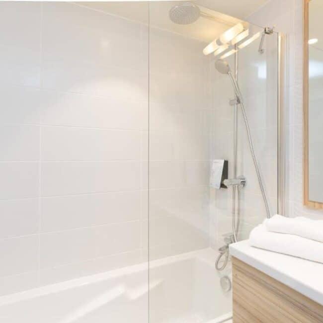 best hotels in Metz Campanile Hotel Metz Centre bathroom