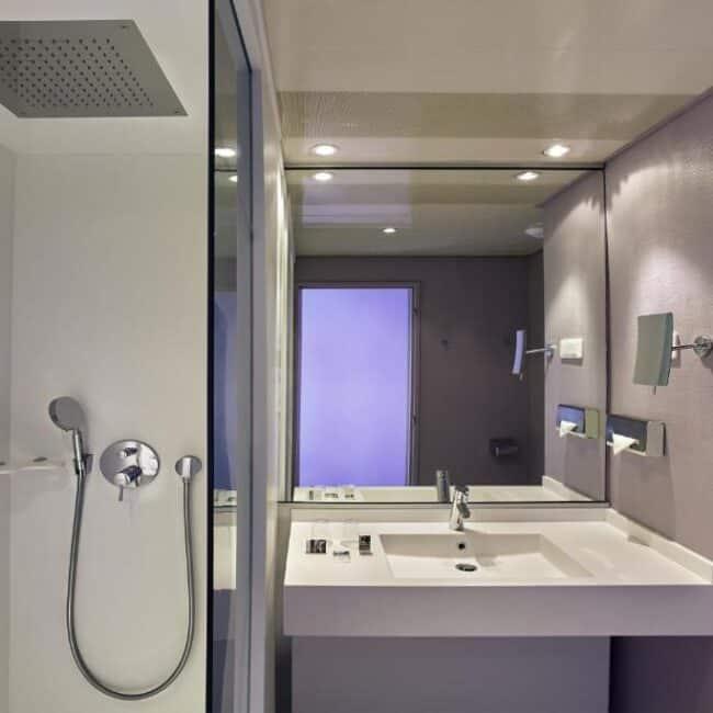 best hotels in Metz mercure centre bathroom