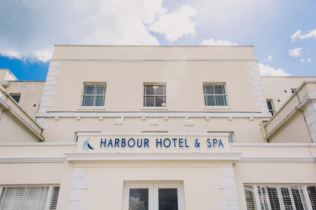 best hotels in Milford on Sea harbour hotel