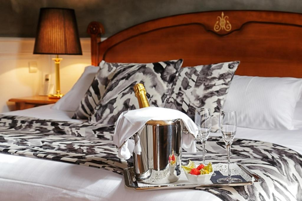 Best hotels in Nancy Hotel D'haussonville bed