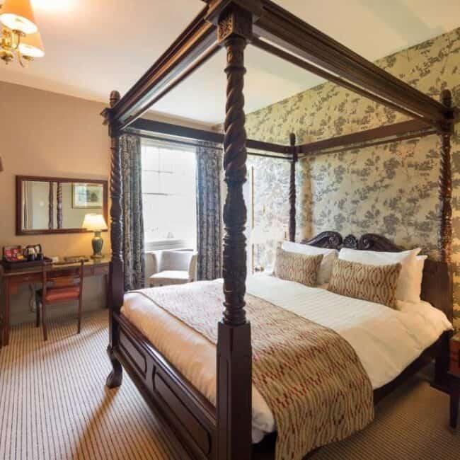 best hotel lyndhurst the crown bedroom