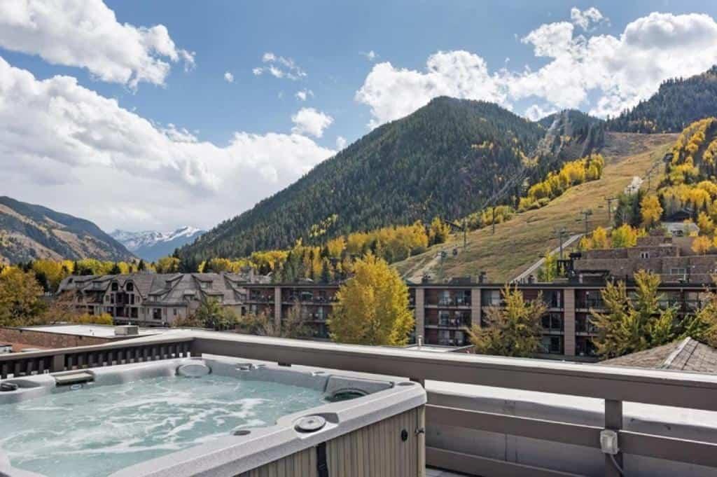best cabins aspen Modern one-bedroom holiday rental hot tub