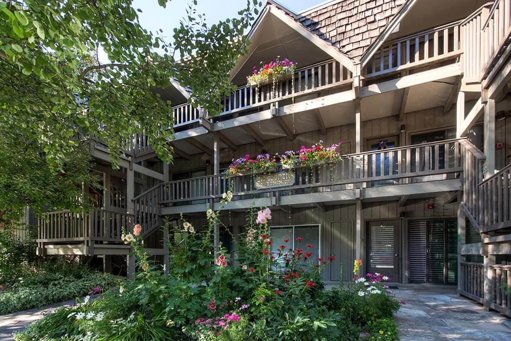 best cabins aspen downtown close to ski lifts