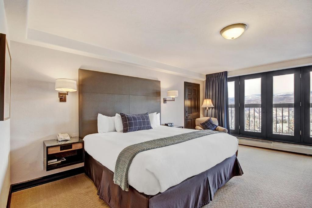 Best Beaver Creek Hotels pines lodge bedroom