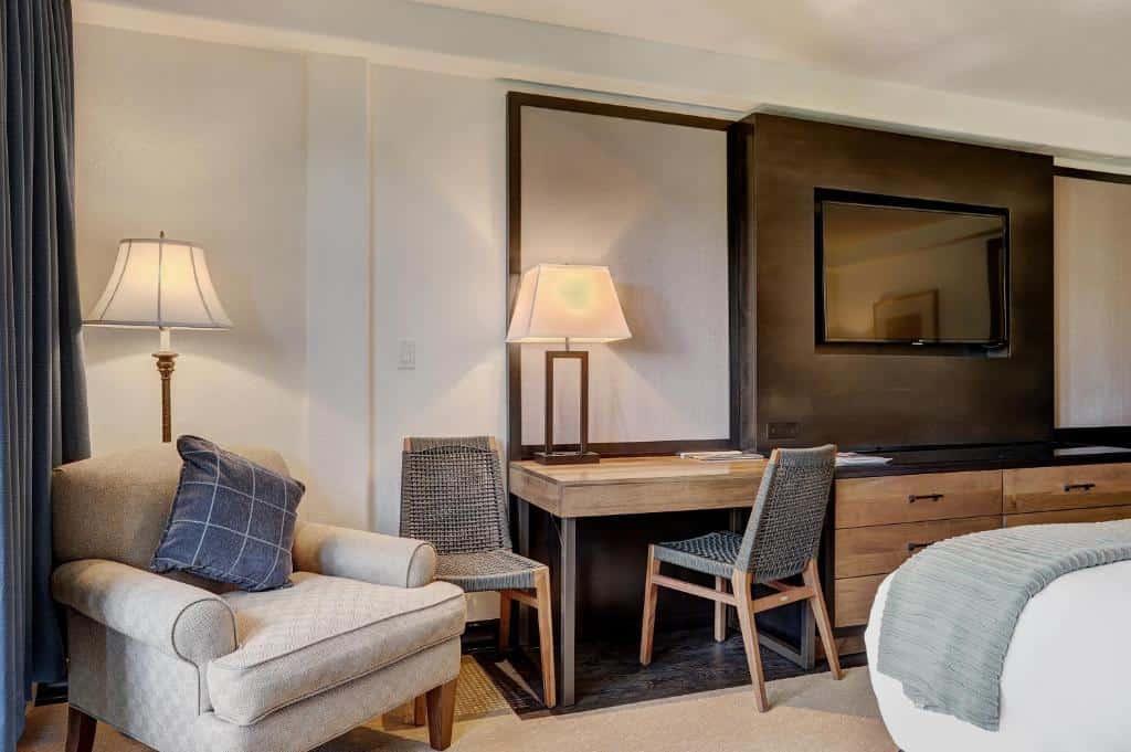 Best Beaver Creek Hotels pines lodge work station
