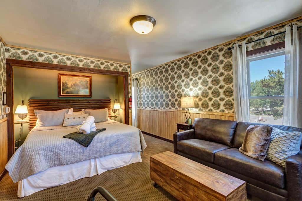 best hotels in Breckenridge fireside inn bed