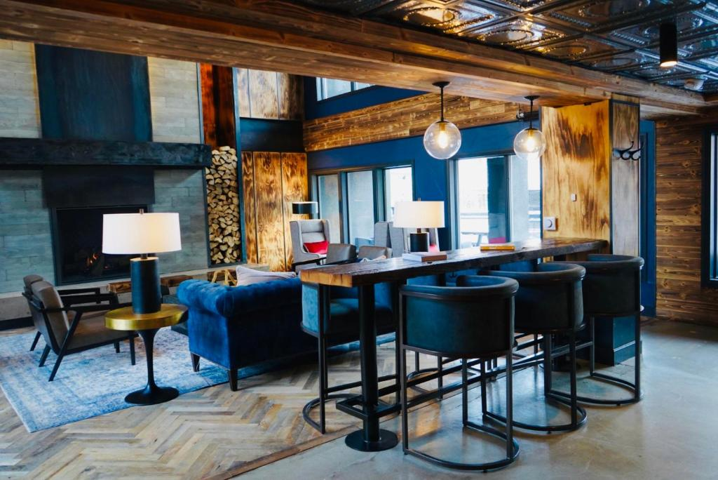 best hotels in Breckenridge gravity haus liing room